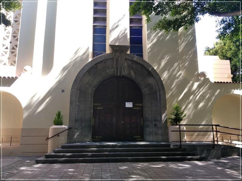 Entrada principal al templo