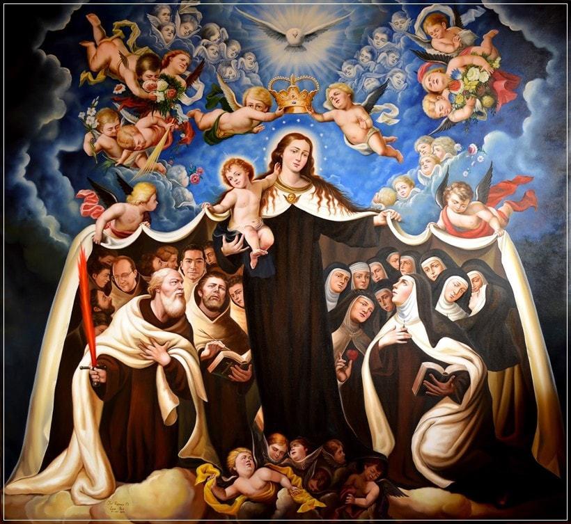 Virgen del Carmen manto acoge