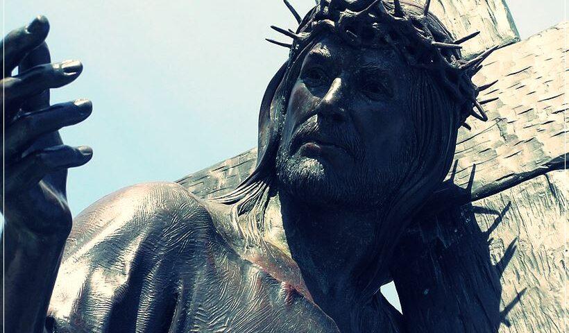 Escultura Jesús cargando cruz
