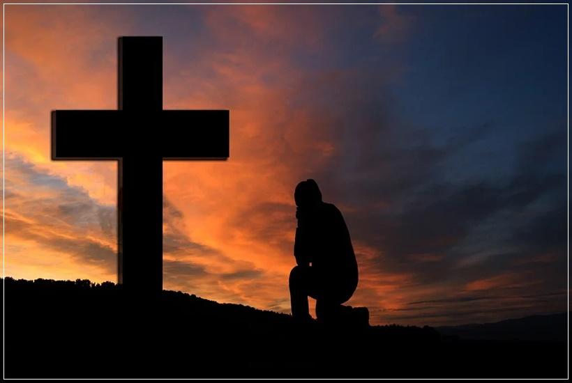 Orando junto a la cruz
